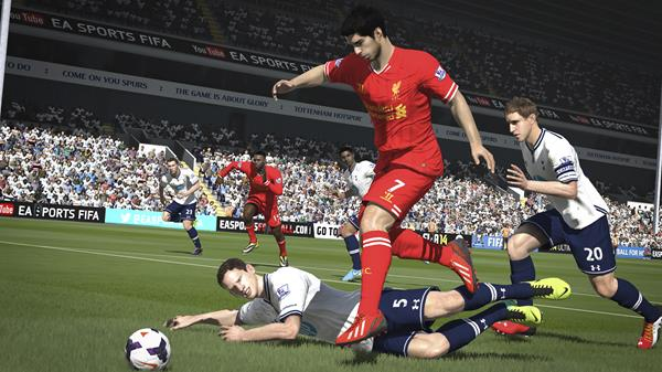 FIFA-14-XboxOne-Gameplay-03