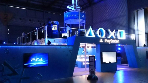 Sony-PlayStation-EBExpo-Booth-01