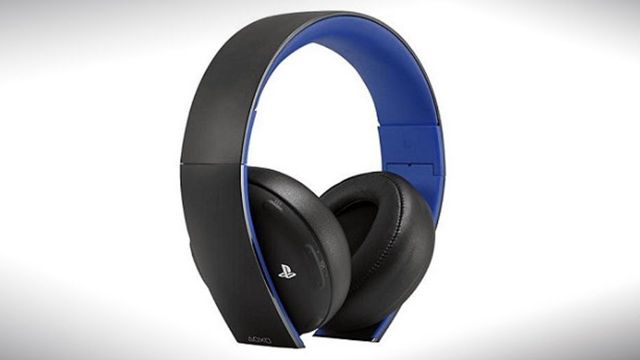 PlayStation-4-Official-Wireless-Headset-Promo-02