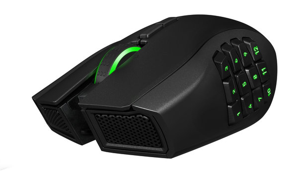 razer-naga-epic-chroma-promo-shot-002
