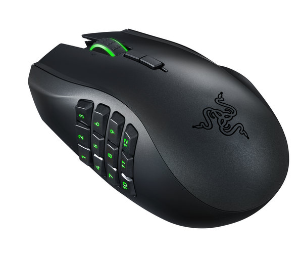razer-naga-epic-chroma-promo-shot-003