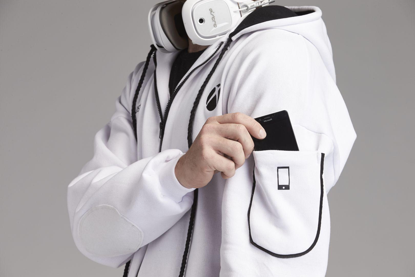 xbox-onesie-promo-shot-03