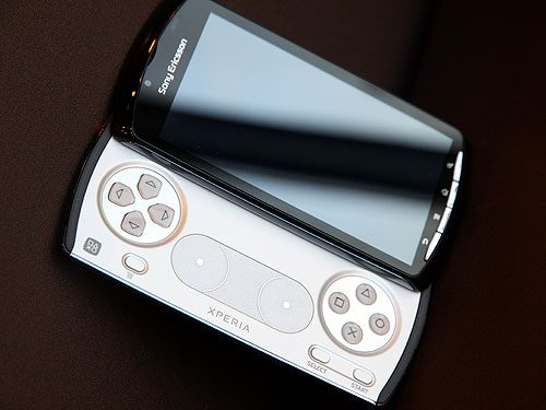 Xperia Play gets some great marketing with Kristen Schaal